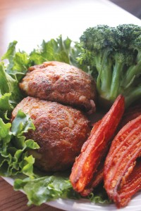 Crab cakes come authentically Maryland-style; the owner once ran a restaurant in Baltimore. The dish is served with broccoli and sweet potato fries.